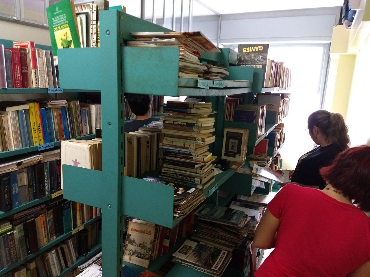 Biblioteca do Sindipetro-RJ realiza um mutirão WhatsApp Image 2017 10 02 at 08