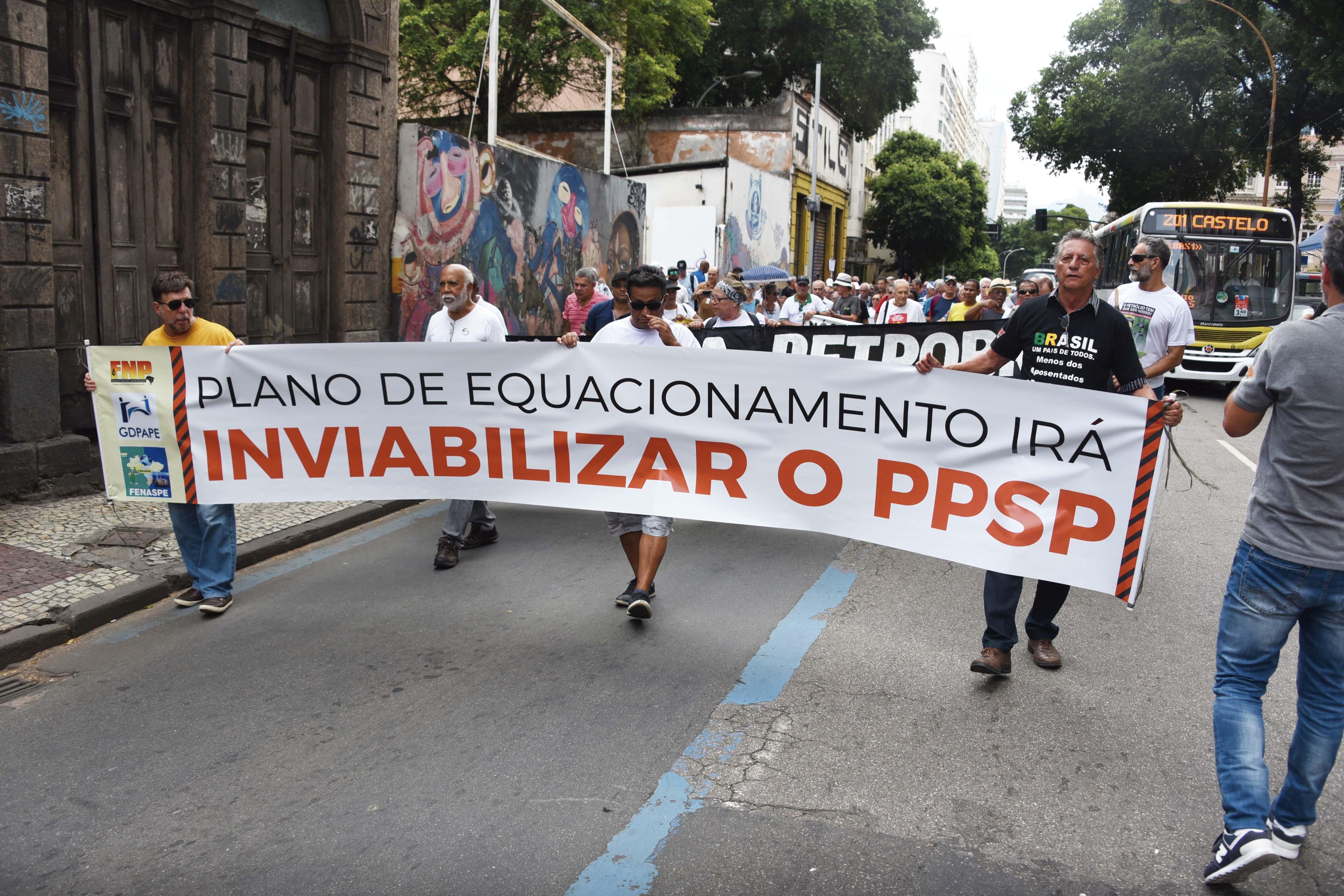 Sindipetro-RJ consegue suspender contribuições extraordinárias do PPSP no Rio Ato em Defesa da PETROS 21022018 DSC 3720