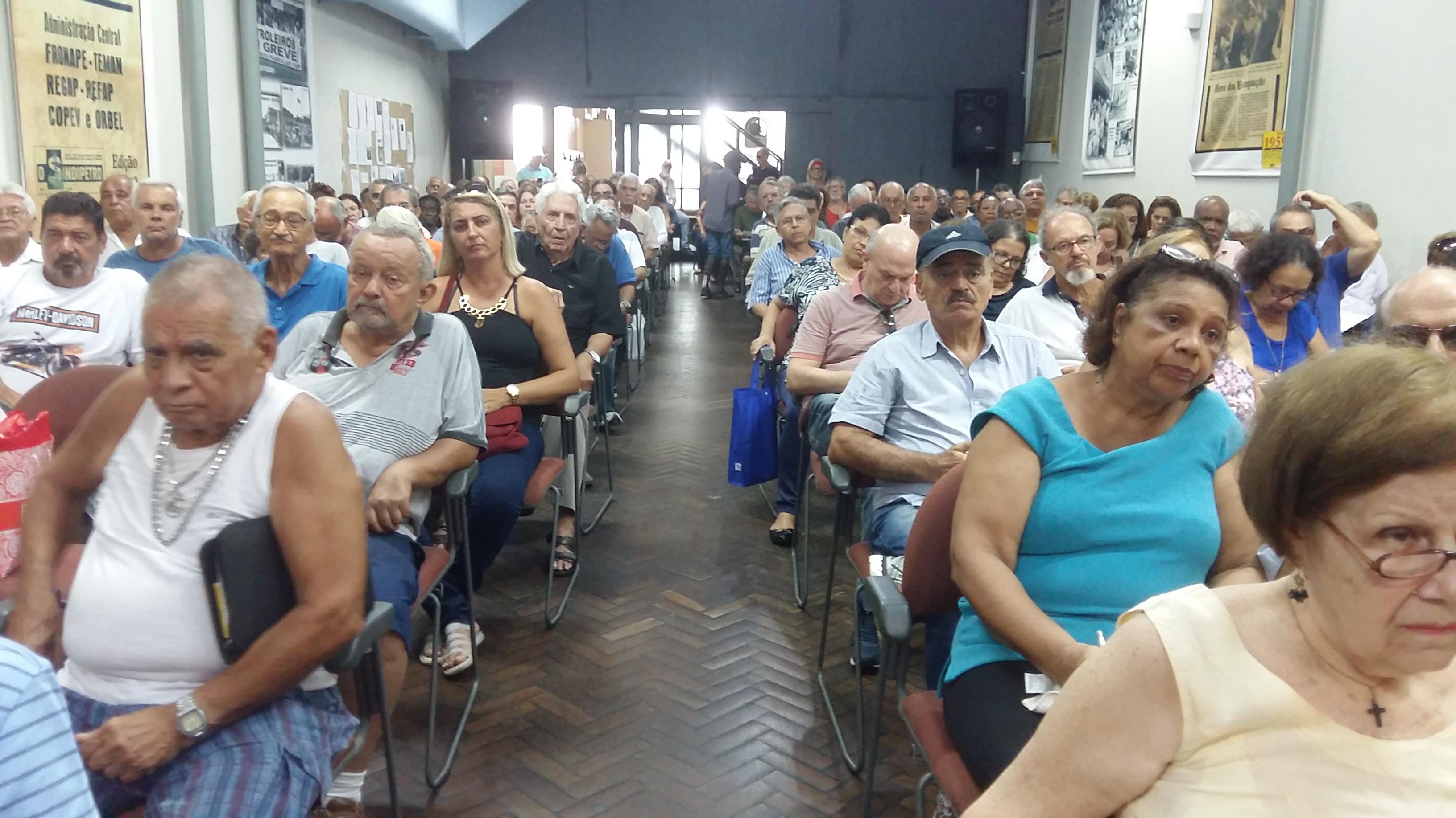 Representantes da Petrobrás explicam sobre mudanças no AMS e Benefício Farmácia para aposentados Aposentados 3 6 3