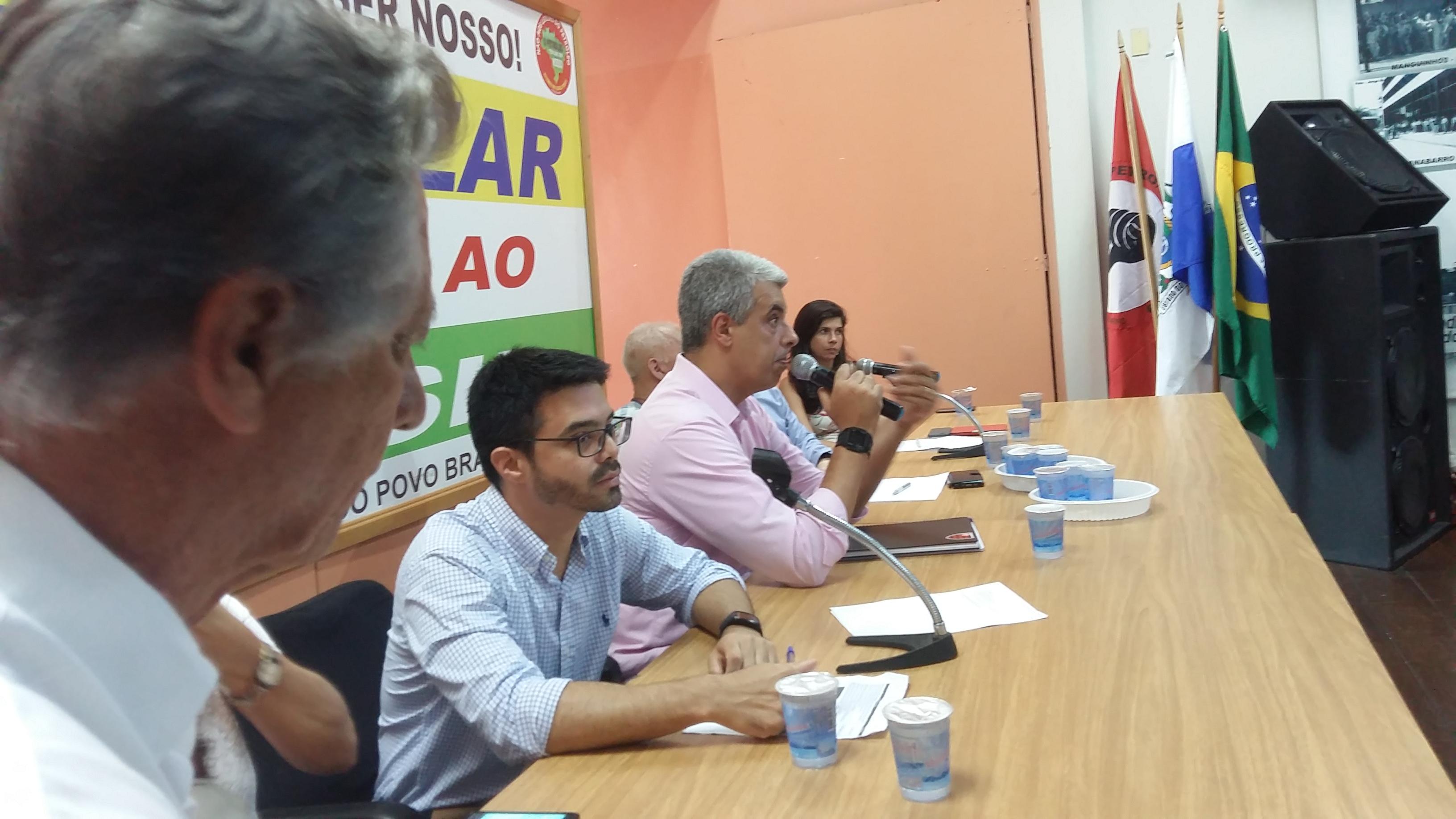 Representantes da Petrobrás explicam sobre mudanças no AMS e Benefício Farmácia para aposentados aposentados 2 6 3