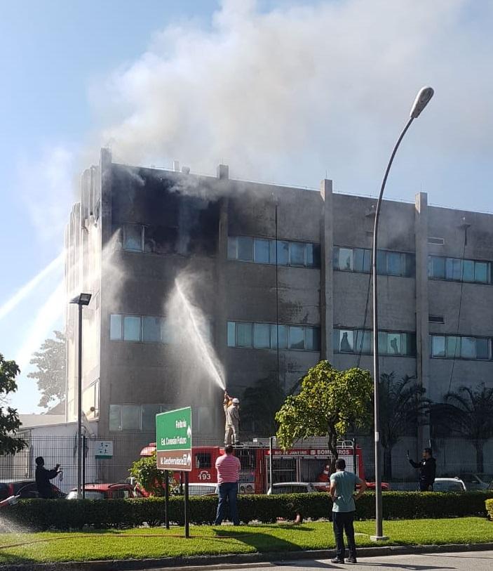 Incêndio no Cenpes: um trabalhador continua internado Fogo no Cenpes 1 1
