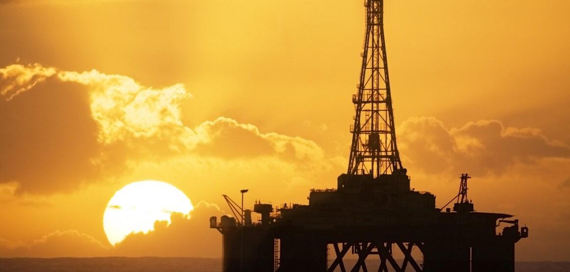 Produção de petróleo registra queda em agosto plataforma