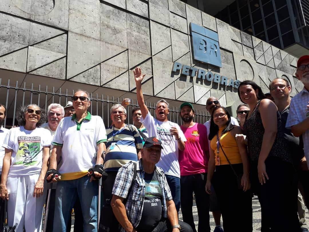 Ato celebra 65 anos da Petrobrás e protesta contra seu desmonte e entrega do Pré-sal 65 anos