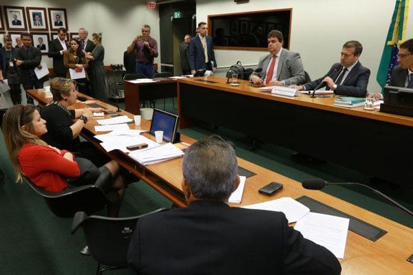 Comissão aprova na Câmara suspensão da Resolução 23 VOTACAO PDC 956