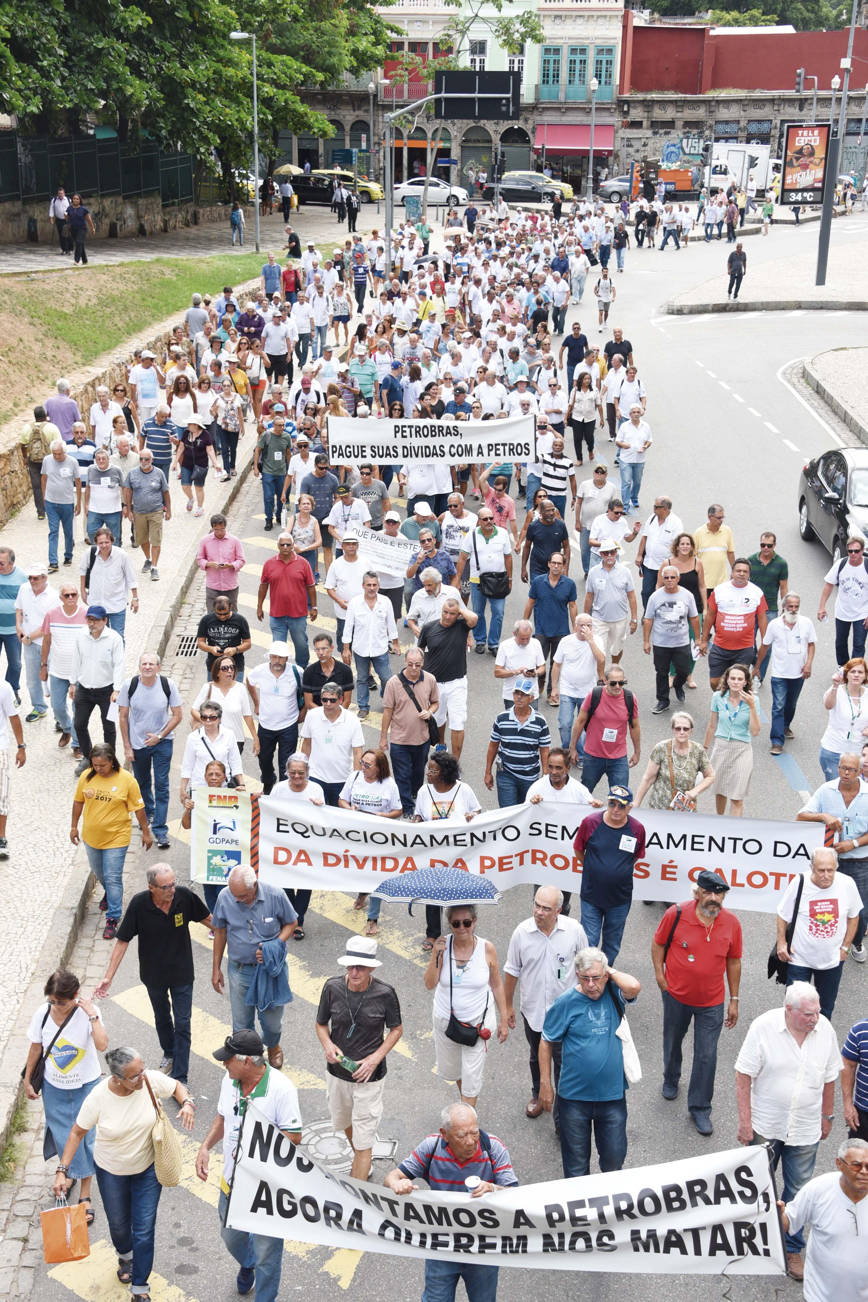 Petros: grande manifestação e ações em andamento Ato em Defesa da PETROS 21 02 2018 DSC 3759
