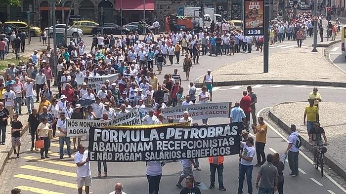 Funcionários de empresa terceirizada denunciam atrasos F  rmula Faixa