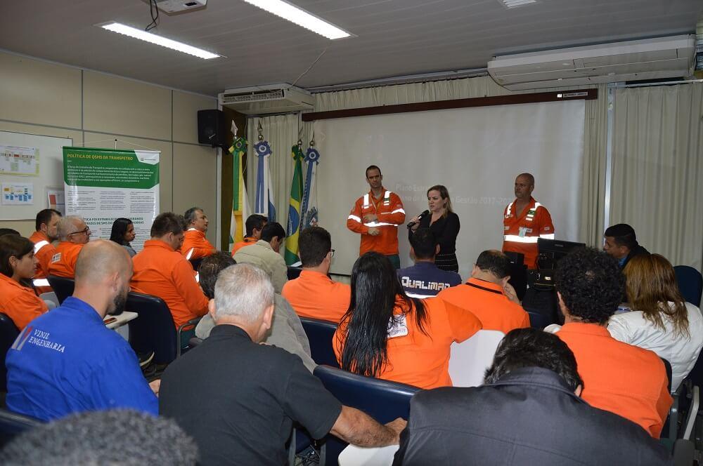 Petroleiros de Angra debatem os impactos da Reforma Trabalhista na segurança do trabalho Palestra Karina